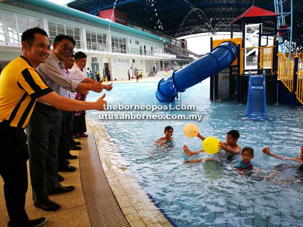 Menteng Park Apartemen Swimming Coach Indoor Pool