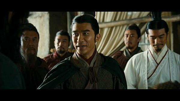 Tony Leung Chiu-Wai watak Zhou Yu (kiri) dan Takeshi Kaneshiro sbg Zhu-ge Liang (kanan).