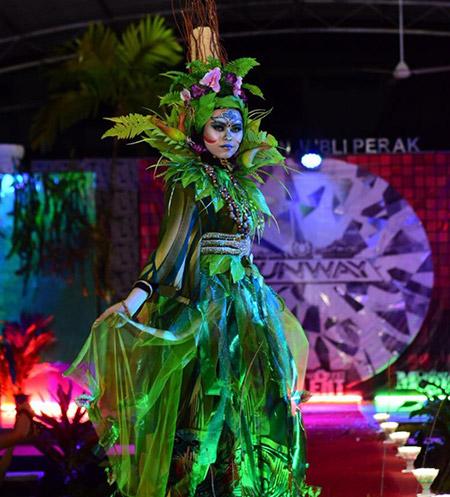 Tema Rainforest dijadikan tema untuk pertandingan Project Runway yang telah menyaksikan idea-idea kreatif hasil tangan para pereka fesyen dan jurumekap amatur.
