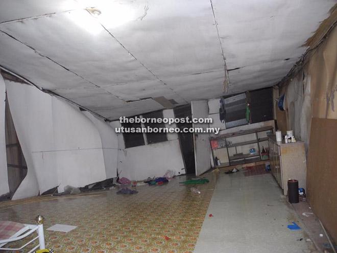 Keadaan Dapur Salah Sebuah Bilik Rumah Panjang Yang Mengalami Kerosakan Teruk