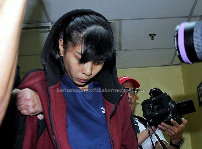 Sam di bawa keluar dari Mahkamah Majistret Trafik di Johor Bahru, semalam selepas mengaku tidak bersalah terhadap pertuduhan memandu kenderaan secara melulu hingga menyebabkan kematian lapan remaja berbasikal pada 18 Februari lepas. — Gambar Bernama