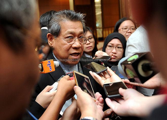 Pandikar Amin bercakap kepada pemberita selepas menyampaikan ucaptama Seminar Serantau Anggota Parlimen Wanita Komanwel Asia Tenggara di bangunan Parlimen, semalam. — Gambar Bernama