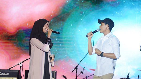 Wany Hasrita dan Khai Bahar berduet penuh perasaan.