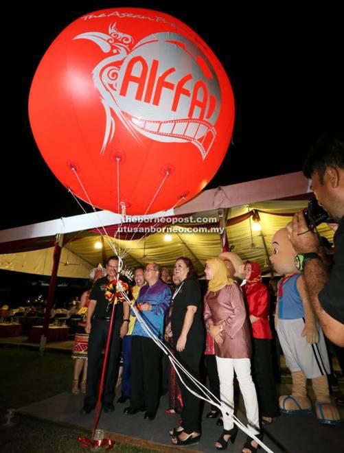 Acara AIFFA 2017 membuka tirai pada malam pembukaan di Panggung Udara, Taman Budaya di Kuching, Khamis lepas.