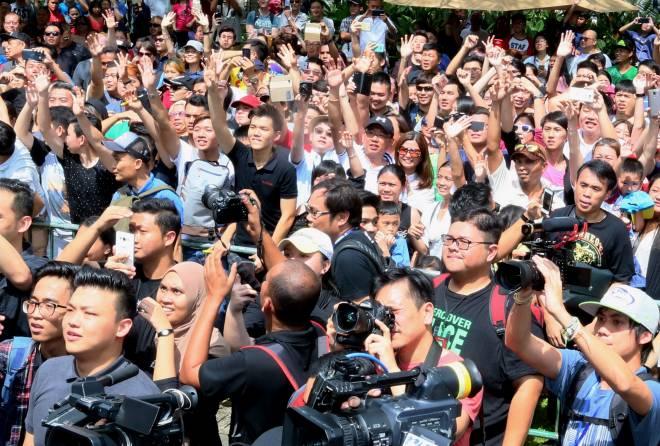 Cuaca panas tidak patahkan semangat ribuan peminat untuk bertemu Donnie Yen