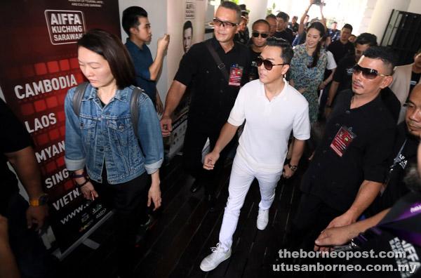 Pertama kali ke Sarawak membuatkan hatinya girang bertemu ramai peminatnya yang penyayang dan peramah.