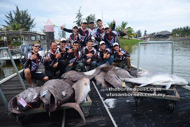 Pasukan dari Singapura yang menyewa bot 'Star Fish 3' bersama hasil tangkapan mereka memenangi kedudukan tangga pertama hingga ke-14.