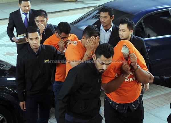 Dua pegawai polis berpangkat ASP dan seorang inspektor dibawa ke Mahkamah Majistret Putrajaya, semalam. — Gambar Bernama