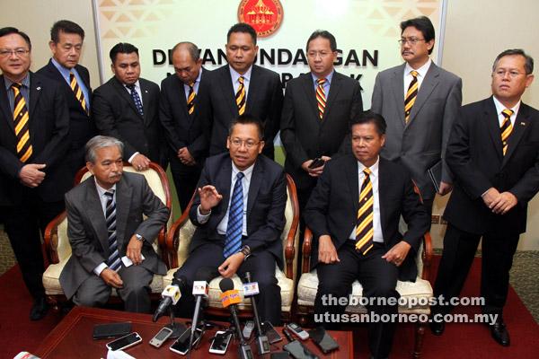 Abdullah pada sidang media mengumumkan Paulus menggantikannya sebagai Pengerusi BNBBC Sarawak, semalam.