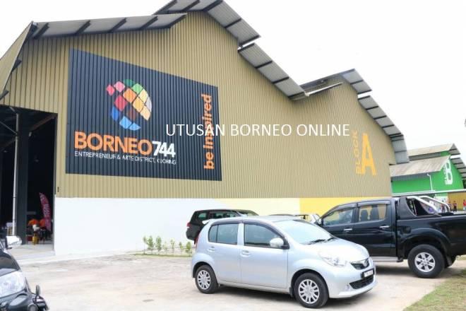 Borneo 744 yang merupakan Bandar Usahawan Lautan Biru pertama di Malaysia dibuka di Bintawa, Kuching.