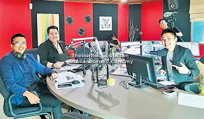 (Dari kiri) Johari dan Hakim ketika bersiaran secara langsung bersama DJ Rezz dari Cats Fm baru-baru ini.