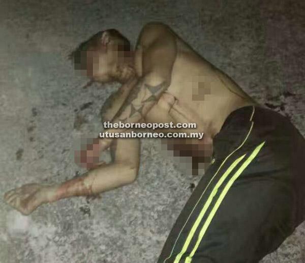 Keadaan mangsa yang ditemui mati terbaring di hadapan sebuah rumah di Senadin.