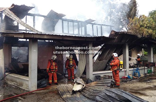Keadaan rumah yang hangus dijilat api.