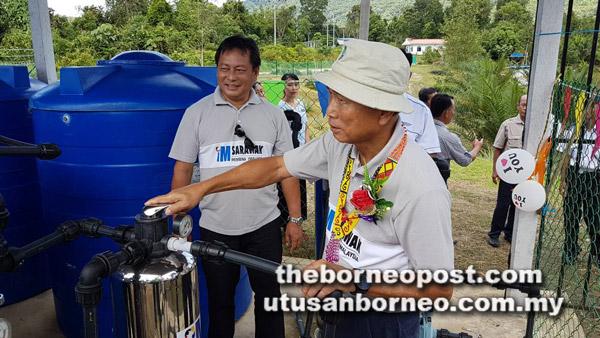 Salang ngelai pengawa bejadi projek bekal ai paip ba SK Nanga Kara, minggu seiti tadi.