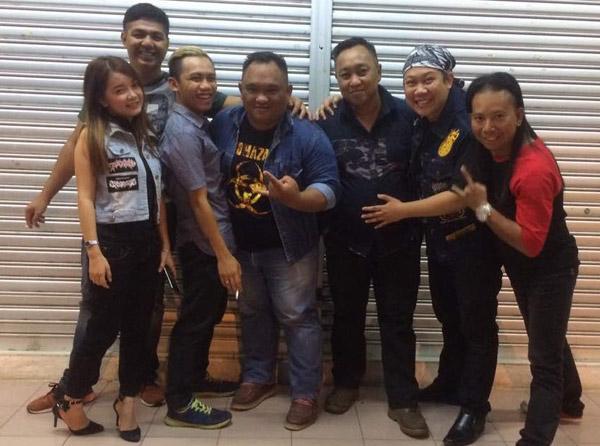 (Dari kiri) Susylla, Bai, Ronny, Josh, Agah, Rizal dan Jebie.