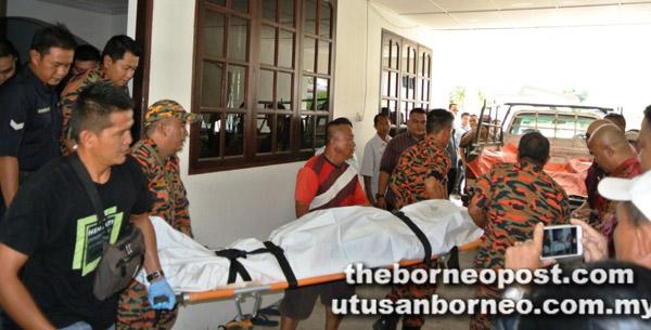 Mayat Jackson dibawa ke Hospital Marudi untuk dibedah siasat.