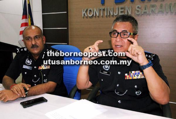 Amer pada sidang media di Pusat  Media IPK Sarawak, semalam. Turut  kelihatan Dev (kiri).