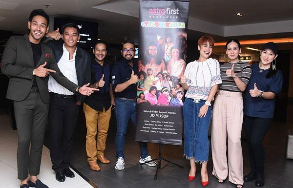 (Dari kiri) Riz Amin, Azhan Rani, Zizan Nin, Johan, Ozlynn, Marsha Milan dan Ani Mayuni.