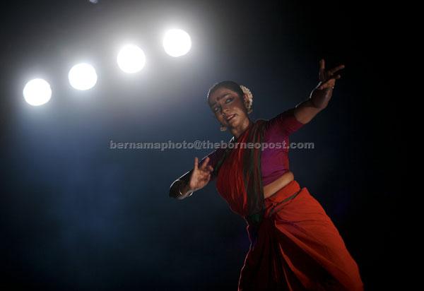 Tiga genre tari, Bharatanatyam, Odissi dan Kathak yang merupakan kesenian tradisi dan tarian klasik masyarakat India dipersembahkan kepada para penonton pada Program Panggung Seni Tradisional (PSP) Malaysia Tourism Centre (MaTiC) anjuran Jabatan Kebudayaan dan Kesenian Negara (JKKN) baru-baru ini. Setiap genre tari klasik ini mempunyai cerita dan drama tersendiri serta ditarikan pada ritual keagamaan Hindu. — Gambar Bernama