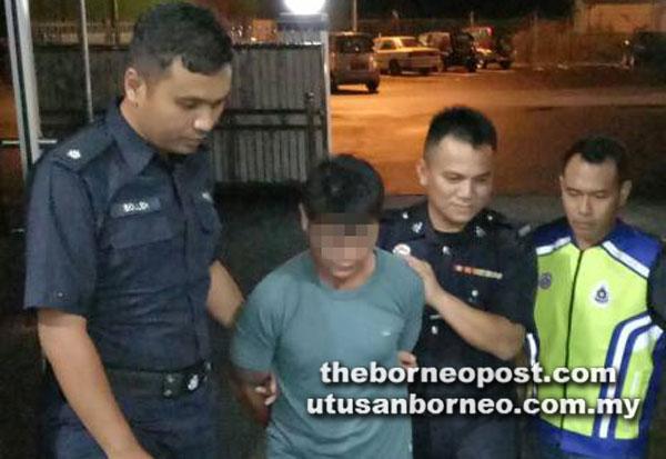 Suspek juga bapa mangsa kes rogol di Sarikei ditahan di Hospital Sarikei, semalam.