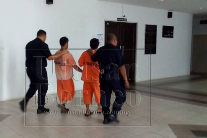 Suspek dibawa polis ke Mahkamah Sarikei untuk tujuan reman.