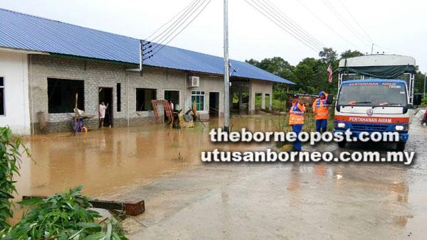 Kawasan Rumah Majum, Tawai Tengah, Engkilili mula dinaiki air petang semalam.