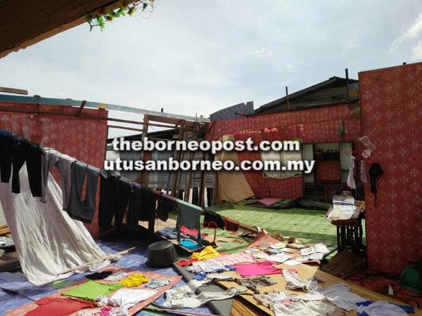 Rumah Jamal ranap di Kampung Seri Menanti akibat ribut.