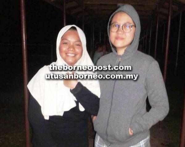 Dayang Ranisawati (kanan) dan Durratun Nasihah yang menyelamatkan asrama mereka daripada terbakar, malam kelmarin.