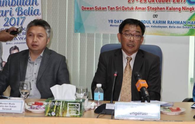 Abdul Karim dan Snowdan semasa sidang media mengenai Hari Belia peringkat kebangsaan 2017, mempelawa golongan belia memeriahkan sambutan yang berlangsung di Betong pada 27 hingga 29 Oktober ini.