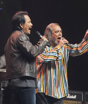 Datuk M.Nasir (kiri) dan Datuk Ramli Sarip adalah antara nama besar yang akan memeriahkan konsert yang akan diadakan pada 4 Nov nanti di Kelana Jaya.