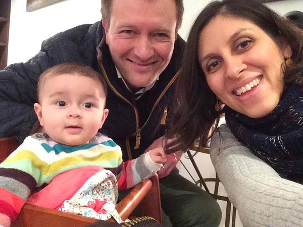 Gambar fail 10 Jun tahun lepas menunjukkan Zaghari-Ratcliffe bersama suaminya Richard dan anak perempuan mereka Gabriella. — Gambar AFP
