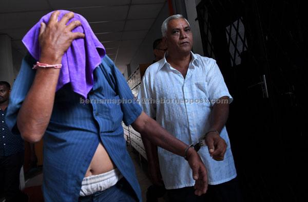 S.Moorthy (kanan) dan pemandu lori V.Kumar, 57, dijatuhi hukuman tujuh hari penjara bermula semalam dan denda RM10,000 oleh Mahkamah Sesyen di Ipoh kerana cuba memberi rasuah kepada seorang pembantu Penguatkuasaan Jabatan Pengangkutan Jalan (JPJ) tiga tahun lepas. — Gambar Bernama