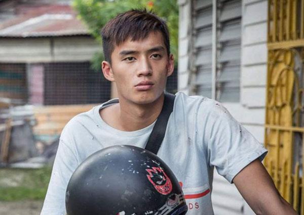 Pelakon dan penyanyi Malaysia yang semakin meningkat naik Jack Tan berlakon sebagai seorang anak lelaki yang menanggung beban keluarganya dalam filem 'Shuttle Life' arahan Tan Seng Kiat.