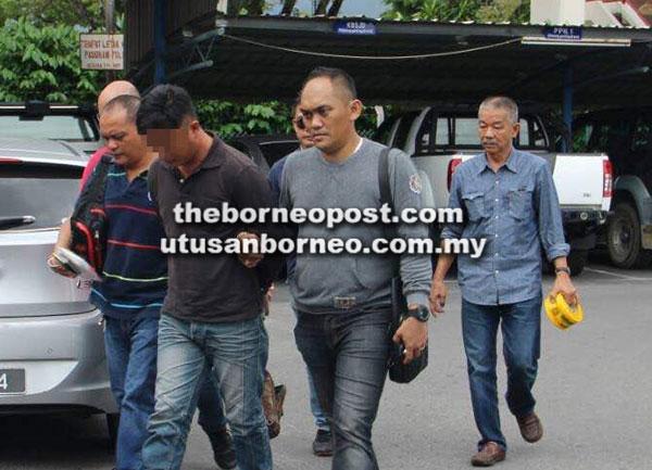 Suspek dibawa ke Balai Polis Pusat Miri sebaik tangkapan pada awal pagi 4 Disember lalu kerana disyaki membunuh teman wanitanya.