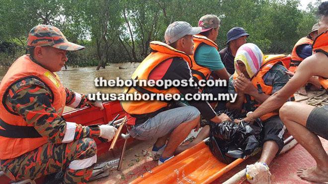 Antara ahli keluarga mangsa yang turut sama dalam operasi SAR semalam.