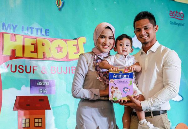 Hanis Zalikha bersama anaknya Yusuf dan suaminya yang juga seorang pelakon Hairul Azreen.