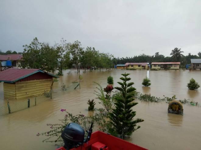 Semakin banyak kawasan dilanda banjir.