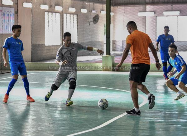 Skuad Futsal Negara semasa mengadakan sesi latihan di KB Arena Futsal, Kota Bharu sebagai persedian menghadapi kejohanan Futsal AFC 2018 di Taiwandalam gambar fail bertarikh 9 Januari lepas. — Gambar Bernama