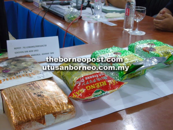 Taktik sindiket meletakkan dadah ke dalam bungkusan makanan dan pek bungkusan minuman.