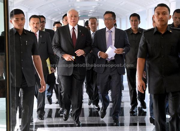 Najib hadir bagi menjawab soalan pada Sidang Dewan Rakyat di Parlimen semalam. — Gambar Bernama