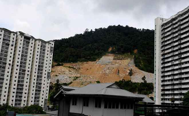 Bukit diterokai dengan rakus demi pembangunan di Pulau Pinang.