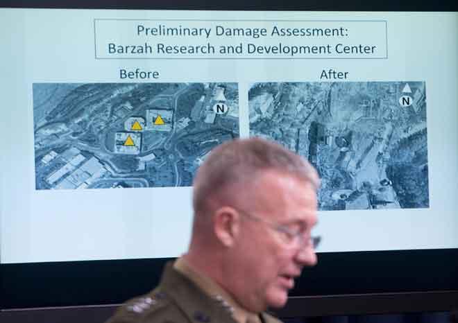 McKenzie mengadakan taklimat mengenai serangan ke atas Syria semasa sidang akhbar di Pentagon, Washington DC kelmarin. —Gambar AFP