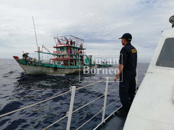 BOT Pengawal Maritim Malaysia yang dibantu bot-bot nelayan tempatan dalam operasi mencari mangsa.