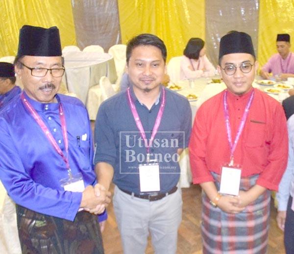 ZAKARIA (kiri) bersama Irwanshah (tengah) dan Alfian (kanan) yang akan bertanding bagi Parlimen Libaran.