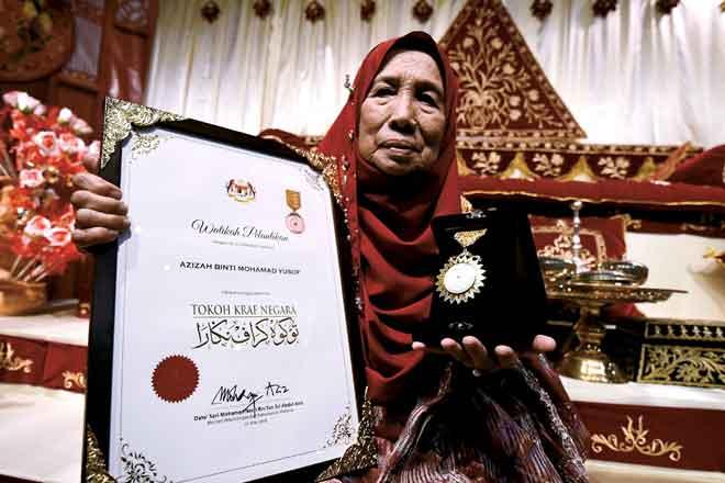 Kenangan manis Azizah Yusuf dinobat    Tokoh Kraf Negara