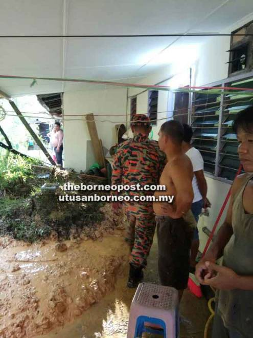 Kejadian tanah runtuh berlaku di belakang Rumah Gundak, Sungai Paoh, Sarikei.