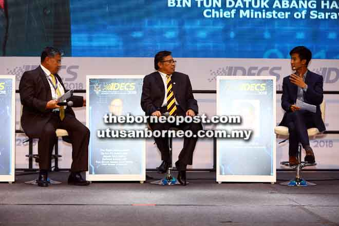 How Data Fuels Economic Growth' nyerumba IDECS 2018, disempulangka Morshidi.  — Gambar Muhd Rais Sanusi