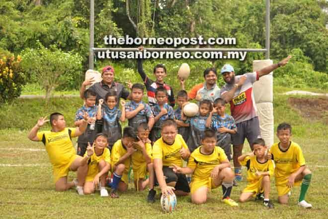 Pasukan Lidongators Brawl merakamkan kenangan selepas muncul juara edisi pertama Kejohanan Ragbi Tackle Modifikasi 12 Tahun Ke Bawah 2018 di Betong, baru-baru ini.