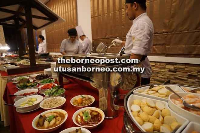 Gerai mi untuk hidangan berbuka di Restoran Menawan Imperial Palace.