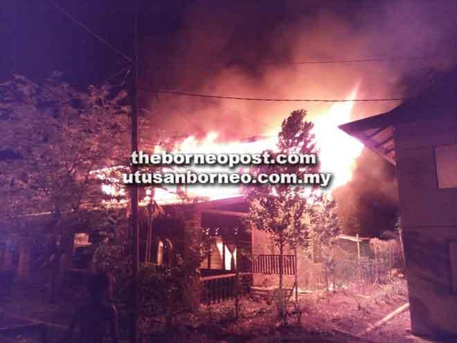 Keadaan rumah mangsa ketika api marak.